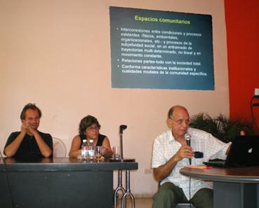 De izquierda a derecha, lxs investigadorxs cubanxs Dmitri Prieto, Mayra Espina y Ovidio D'Angelo, durante el Quinto Taller Nacional de Complejidad, en septiembre del 2011. Foto: Isbel Díaz Torres