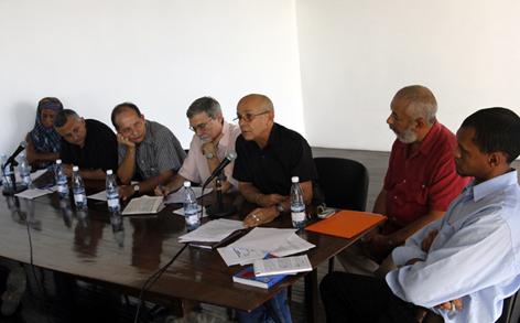 De izquierda a derecha: Yasmín S. Portales, Roberto Veiga, Arturo Arango, Jorge Luis Acanda, Rafael Hernández, Leonardo Padura, Mario Castillo. Foto Jorge Luis Baños Hernández, IPS