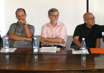 De izquierda a derecha: Arturo Arango, Jorge Luis Acanda y Rafael Hernández. Foto: Isbel Díaz Torres