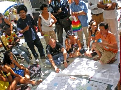 Los promotores del Centro Martin Luther King acompañan a los participantes de la Jornada contra la Homofobia (2011). Foto Isbel Díaz Torres