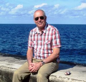 Antonio Álvarez Gil en el Malecón habanero durante su visita a Cuba en 2013