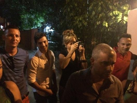 El dueño rechaza la entrada de activistas al Kingbar. 27 junio 2015